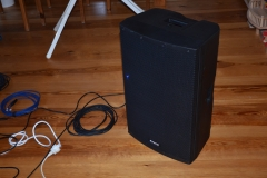 Box 15A mit Kabeln
